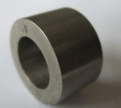 агальний вигляд натурних втулок різних типорозмірів з матеріалів на основі шліфувальних відходів сталей: а - Р6М5+5%CaF2