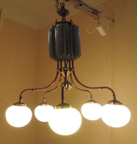 Зовнішній вигляд діючого макету п'яти ріжкової світлодіодної люстри з тепловими трубами