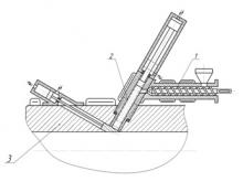 Схема інжектуючого пристрою для введення суміші ІД з розплавом:  1 –  черв'ячний пластикатор; 2 – інжекційний циліндр;  3 – формуючий канал головки
