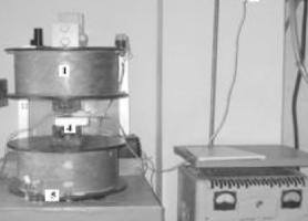 1 – електромагніт; 2 – ємність з суспензією магнітокерованого біосорбенту; 3 – регулятор швидкості рідини; 4 – лабораторний сепаратор з ВГФН; 5 – резервуар для збору відпрацьованої рідини.