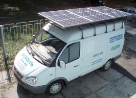 Фото гібридного екомобілю із застосуванням в якості джерел енергії сонячного випромінювання та біодизельного палива